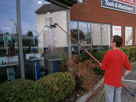 Window cleaner Axmouth